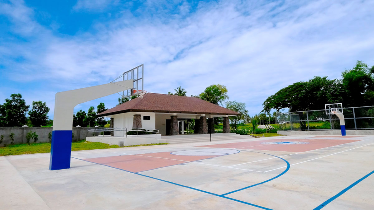 Basketball court and multipurpose center for the use of Porto Laiya homeowners.