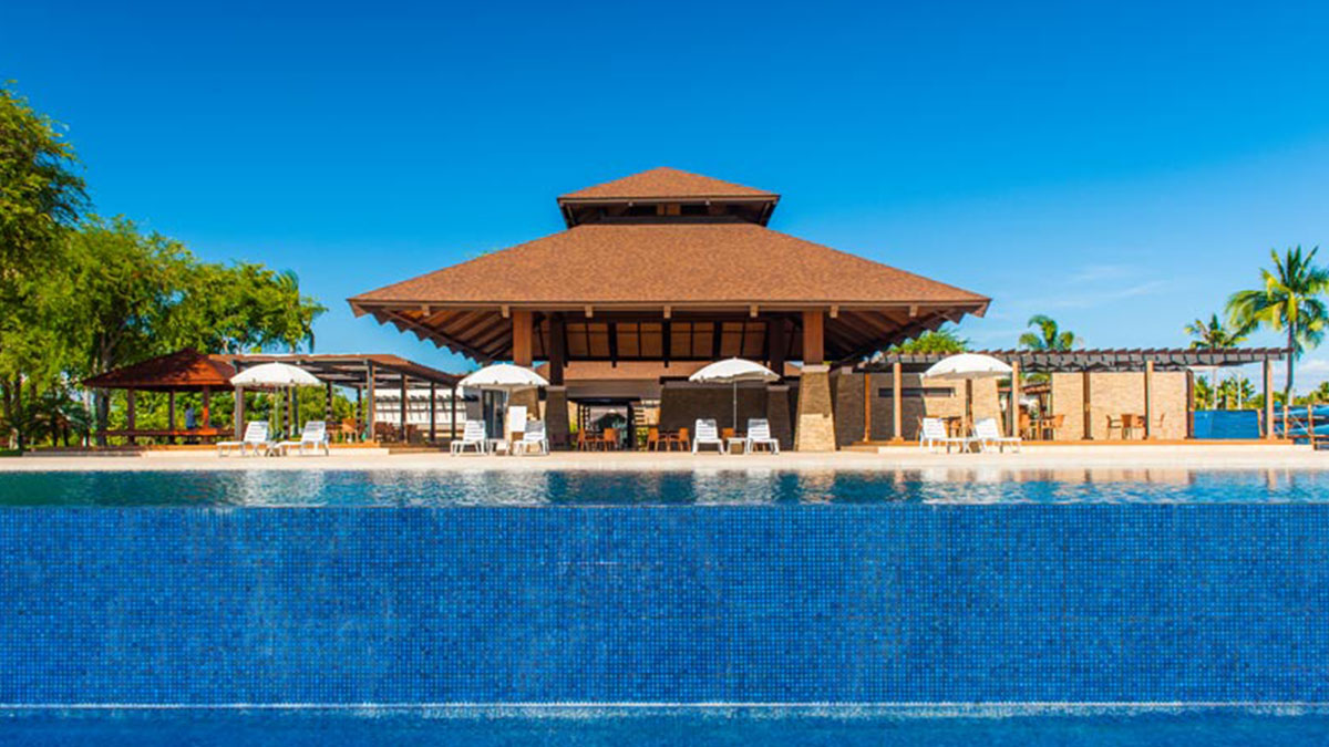 The distinctive and contemporary Filipino-inspired tropical architecture of the Tamarind Cove at Porto Laiya stands out amid the natural beauty of the sea and white sand beach.